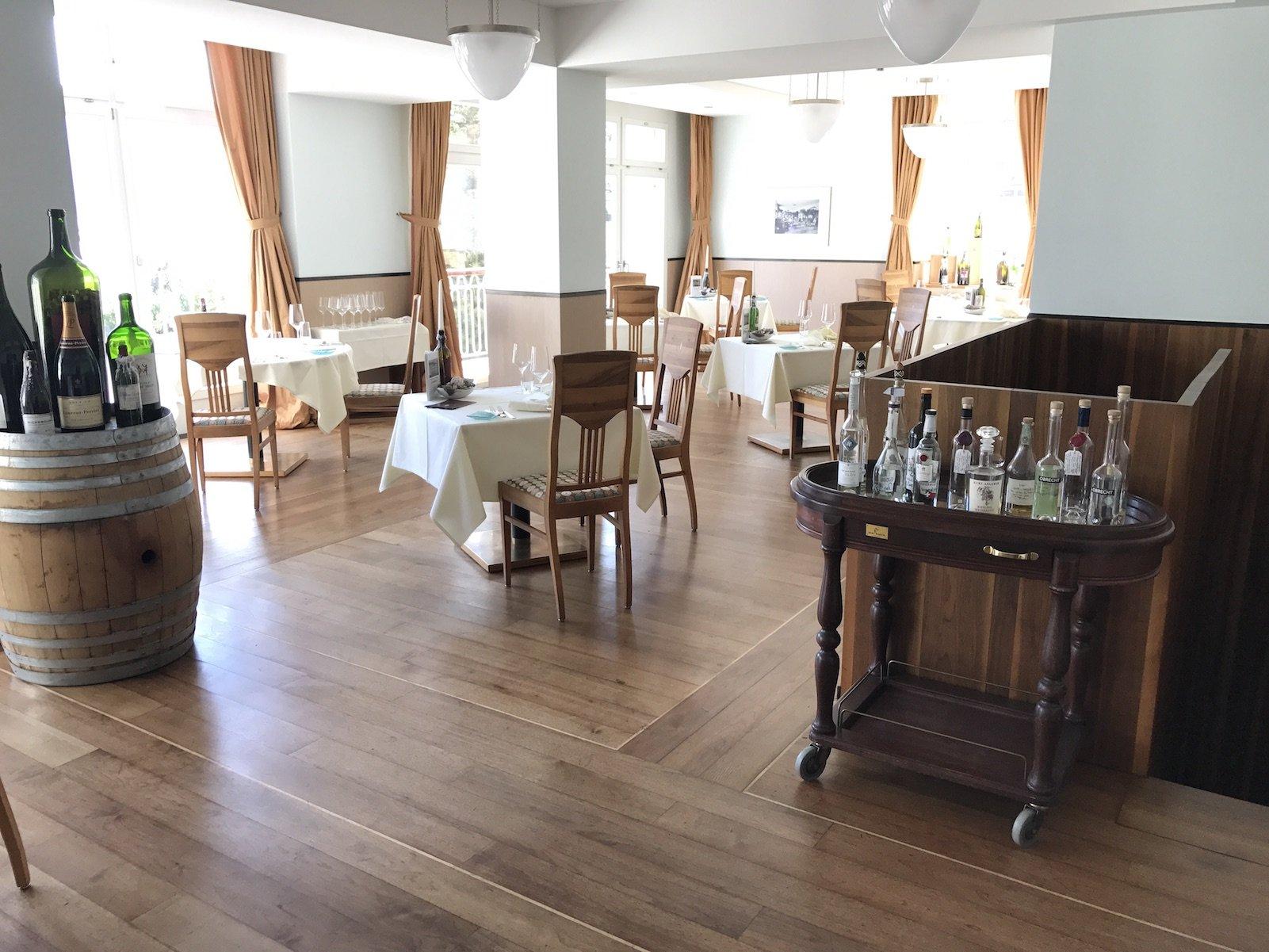 Ein erster Blick ins Wein-Restaurant Mann und Co. im Waldhotel Davos