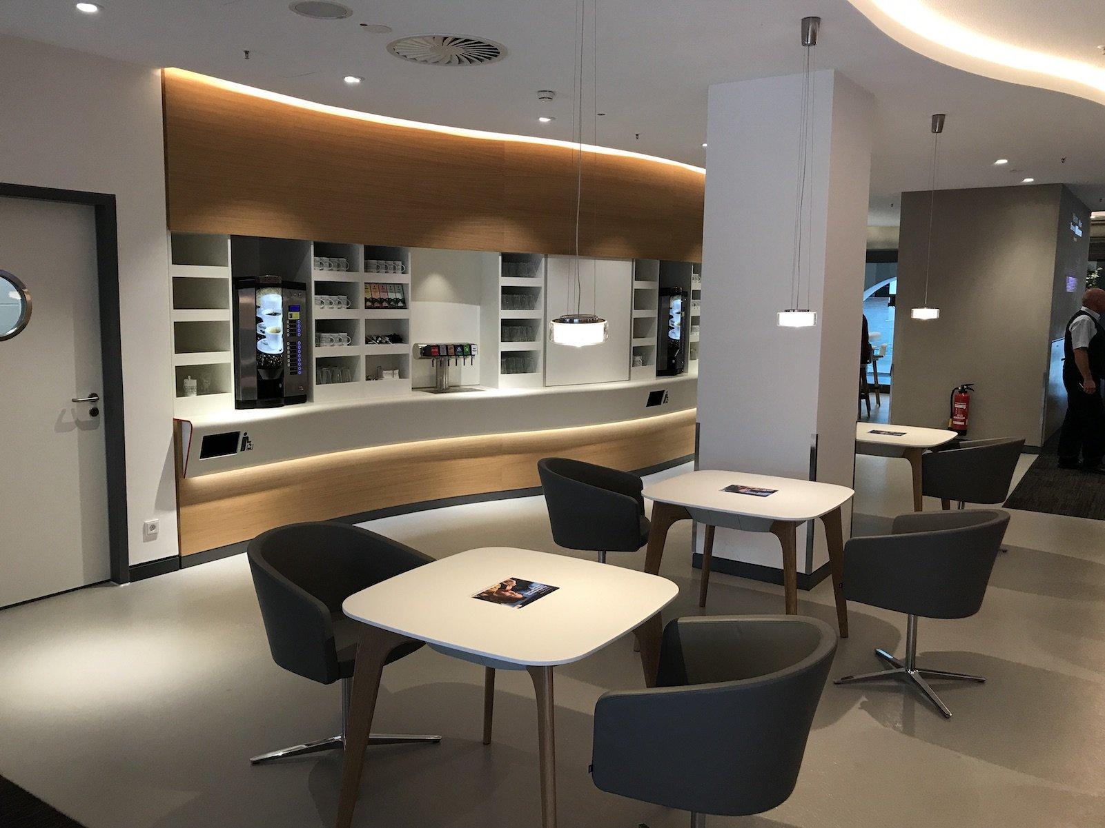 Bistrobereich in der neuen DB Lounge im Nürnberger Hauptbahnhof