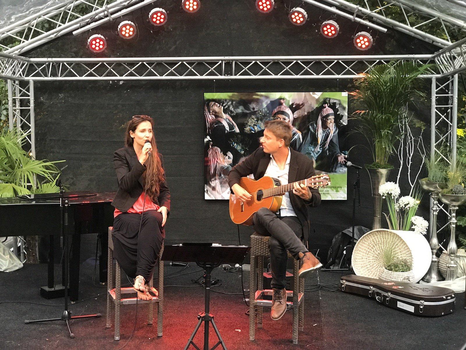 Musik auf der Bühne im Heylshof-Park Worms während der Nibelungenfestspiele