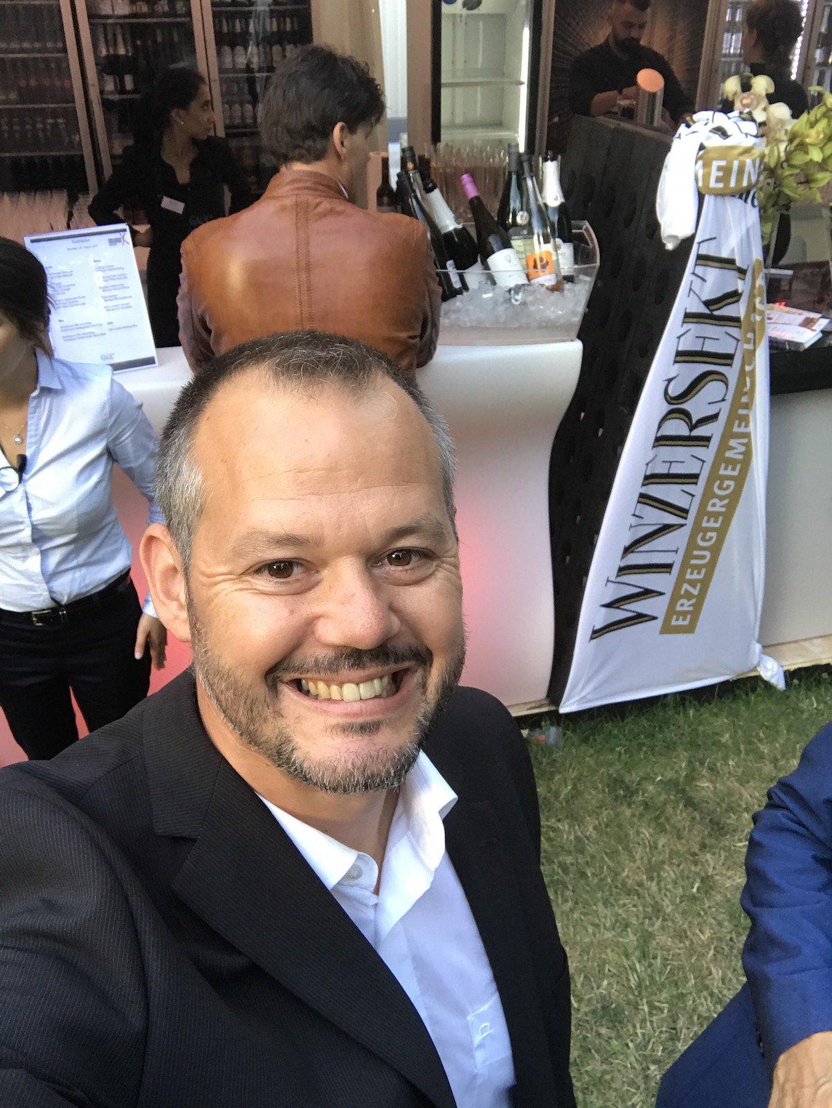 Eins der seltenen Selfies von Hubert Mayer vom travellerblog.eu auf den Nibelungenfestspielen in Worms
