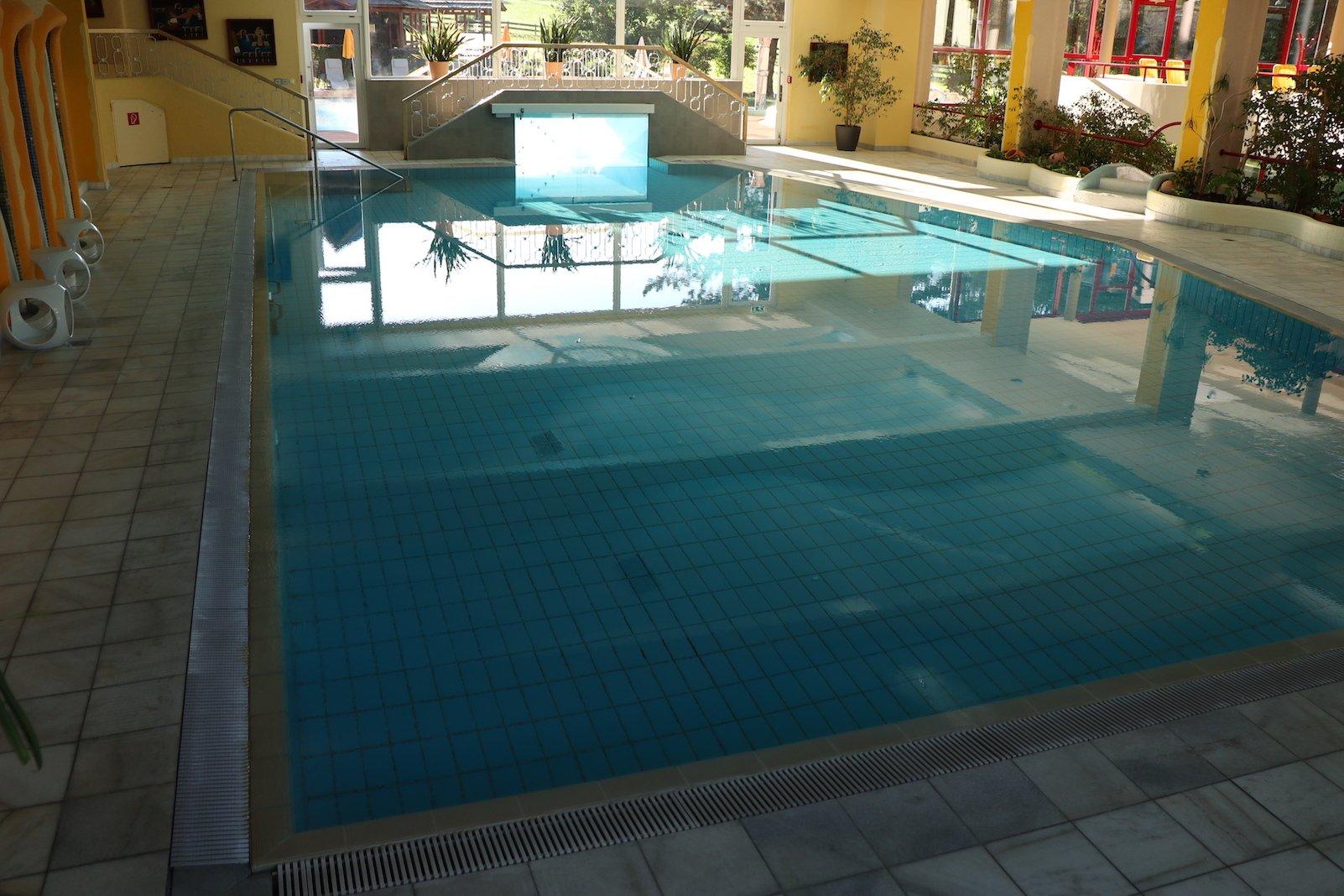 Hallenbad mit Thermalheilwasser in der Therme Pulverer