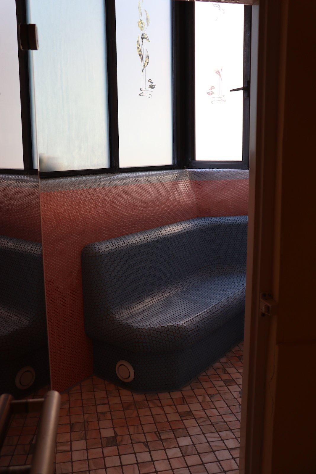 Kräutergrotte mit Fenster nach draussen