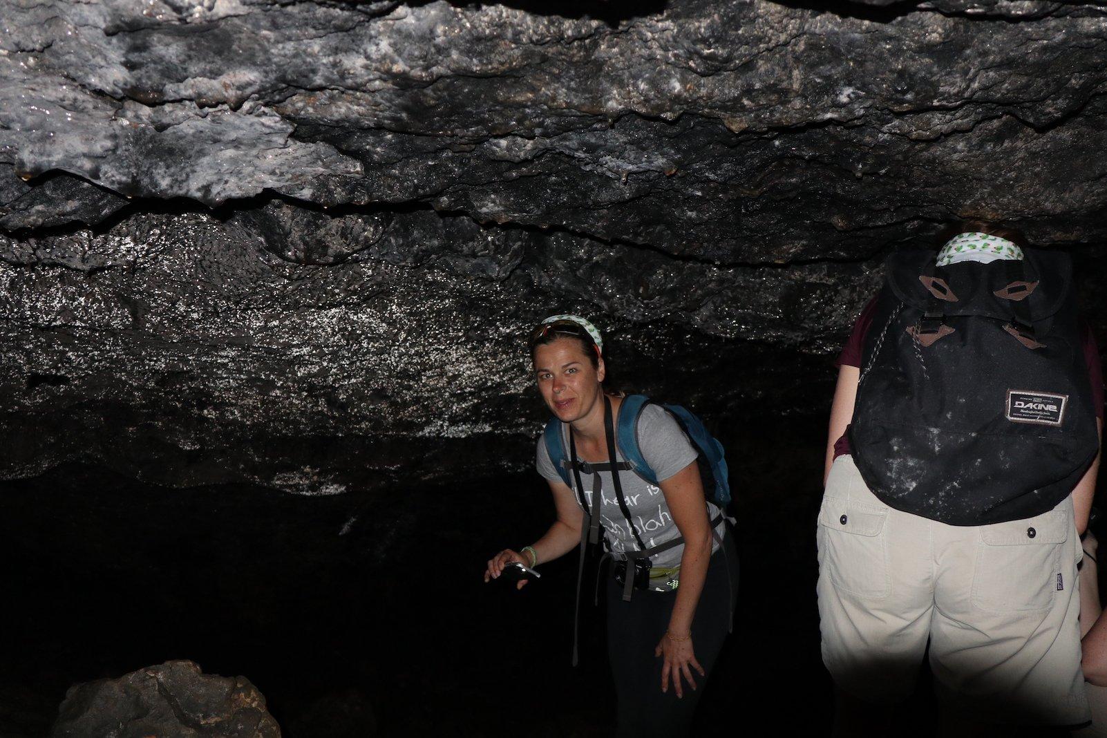 Bianca von Lebedraussen in der Höhle