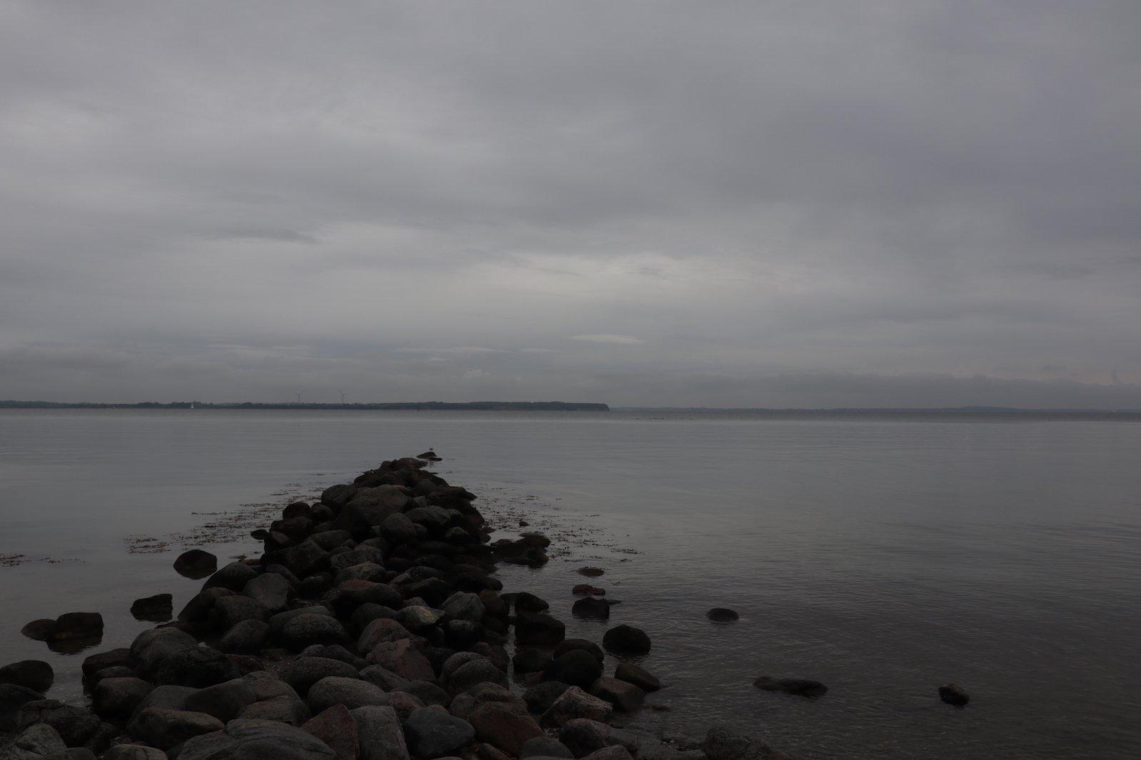 Der Weg führt ins Meer