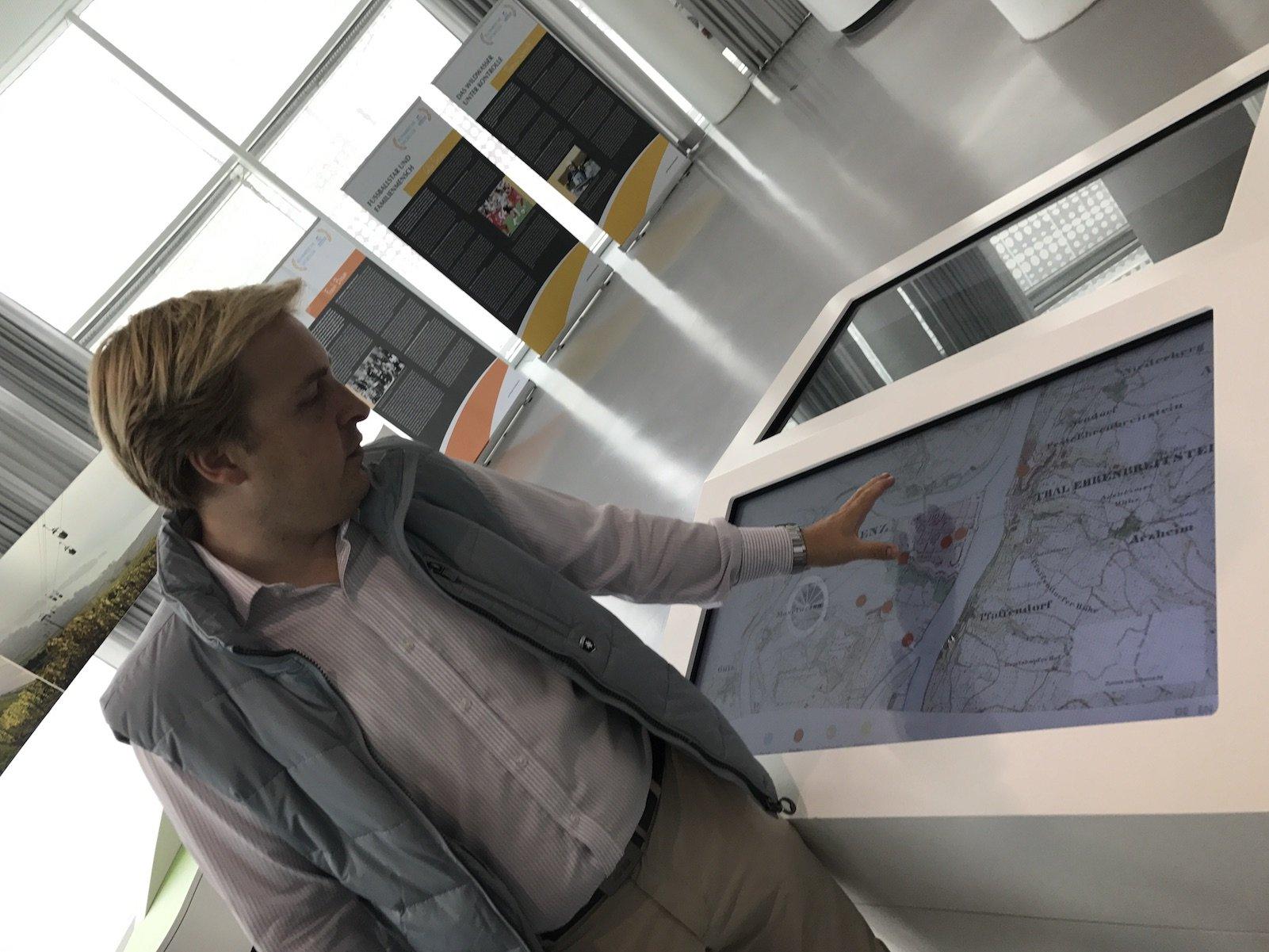 Johannes Bruchhof (Koblenz-Touristik) in der Tourist Info