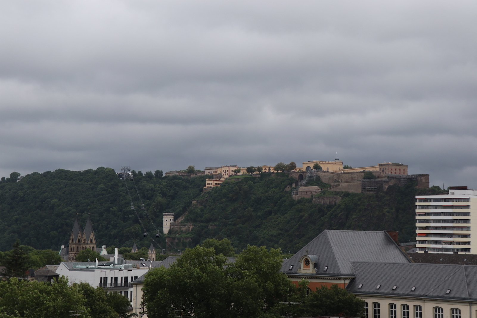 Blick vom Dach des Forums Confluentes in Richtung der Festung Ehrenbreitstein