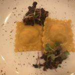 Ravioli mit Salsiccia, Linsen und Wurzelgemüse im Gourmethotel Tanzer am Kronplatz