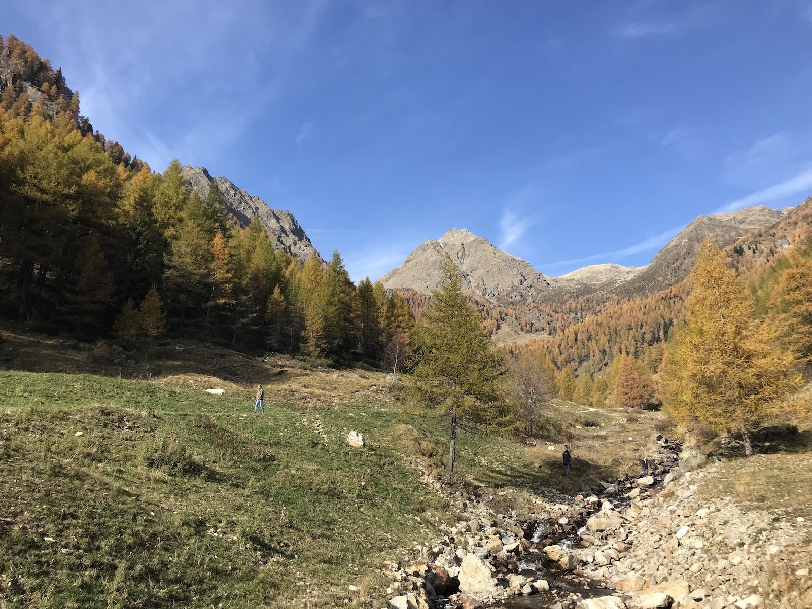 Ein letzter Blick zurück in diese wundervolle herbstliche Berglandschaft