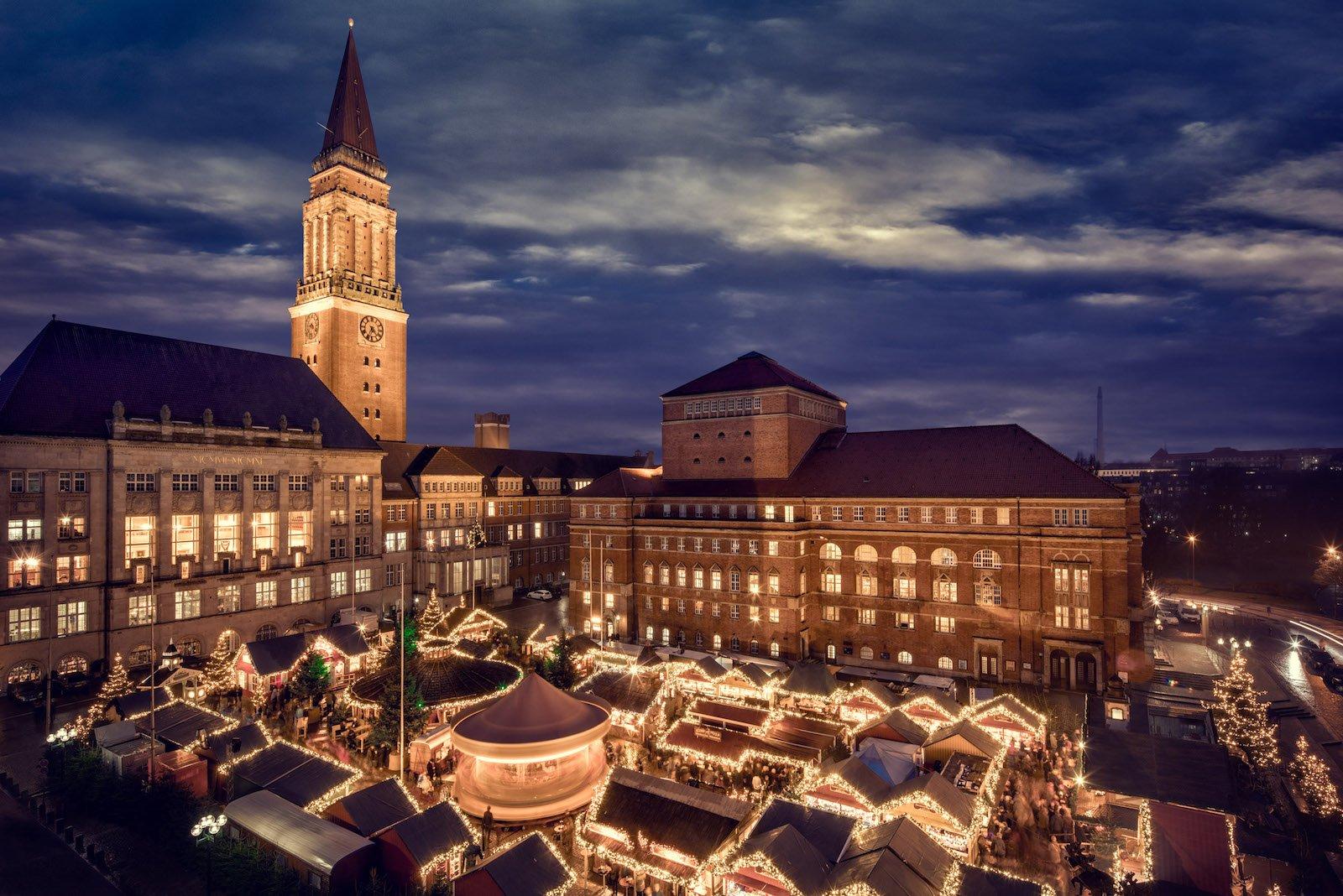 Das Kieler Weihnachtsdorf von oben (Foto: Kiel Marketing)
