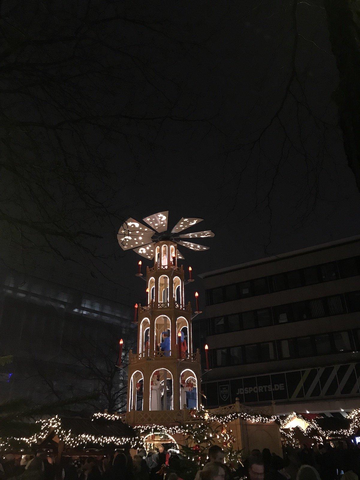 Pyramide auf dem Asmus-Bremer-Platz in Kiel