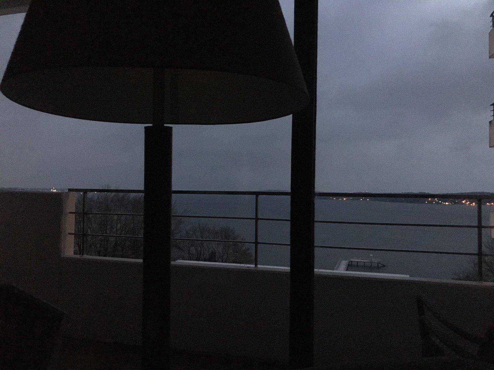 Ausblick direkt aus dem Bett am frühen Morgen am Sonntag
