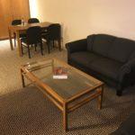 Wohnbereich meiner Junior Suite im Maritim Hotel Stuttgart