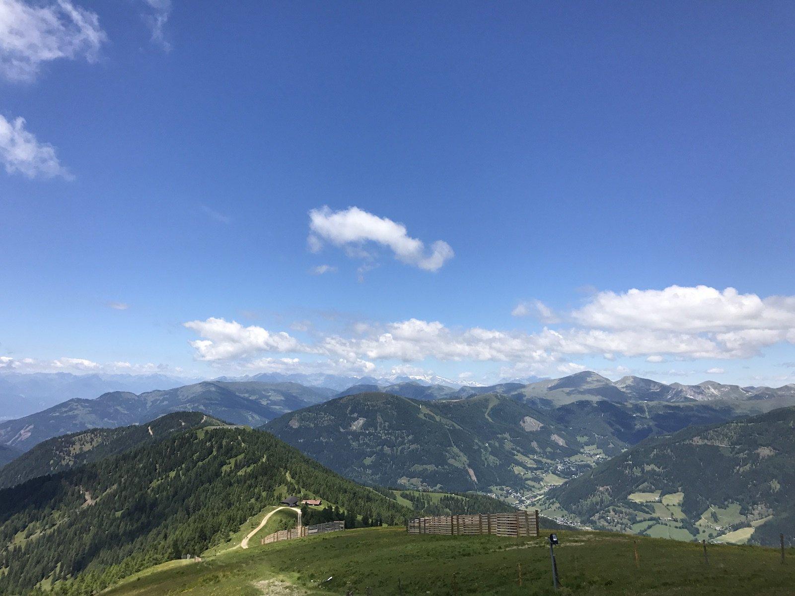 Ausblick vom Bergrestaurant Kaiserburg aus