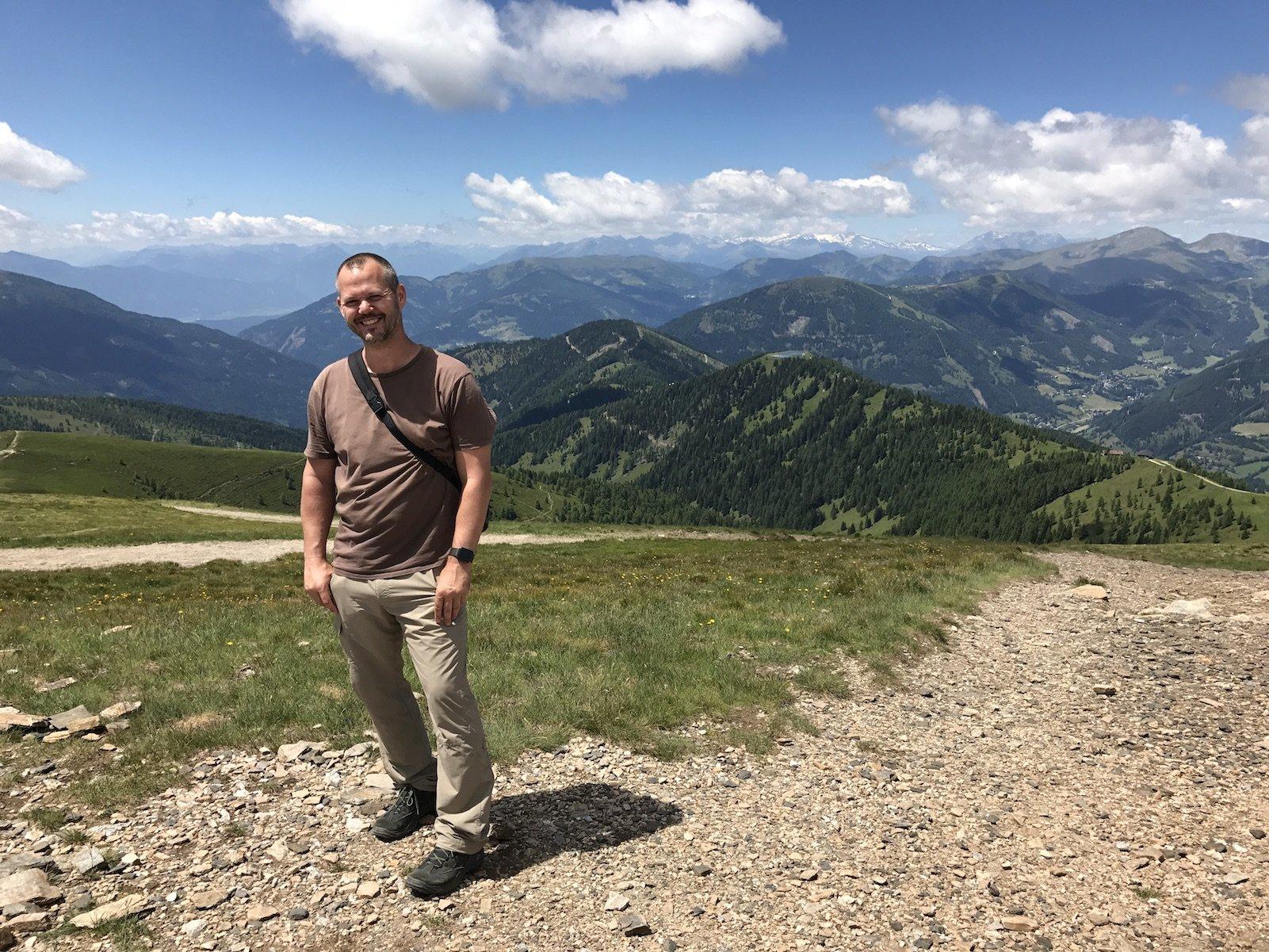 Ich (Hubert), leicht abgekämpft aber happy in der Sonne und auf dem Berg (Danke an Gesine für das Bild!)