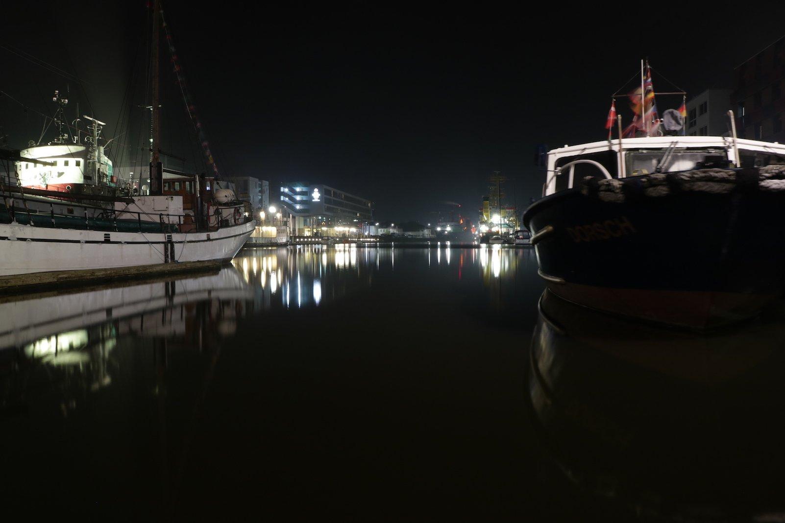 Fischereihafen in Bremerhaven in der Nacht