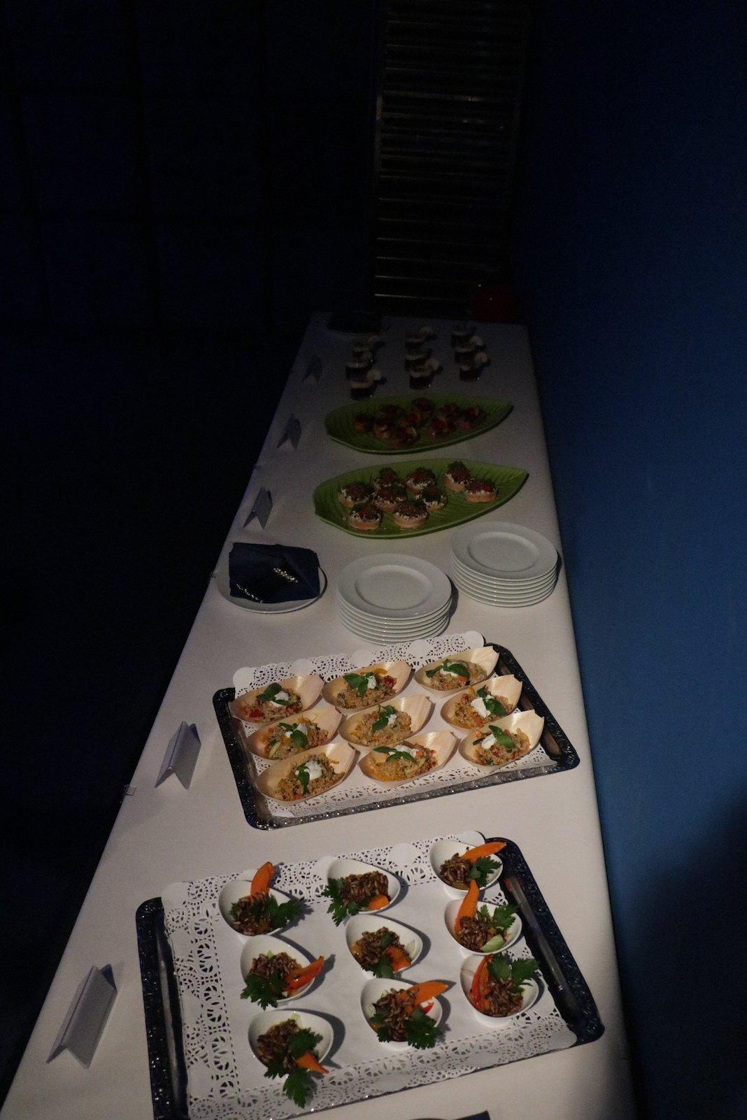 Buffet mit spannenden Speisen