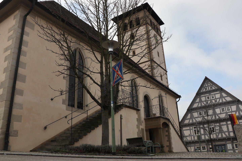Kirche und Fachwerkhaus in Kernen-Stetten