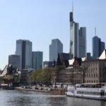 Primus Line Schiff vor dem Frankfurter Main Panorama
