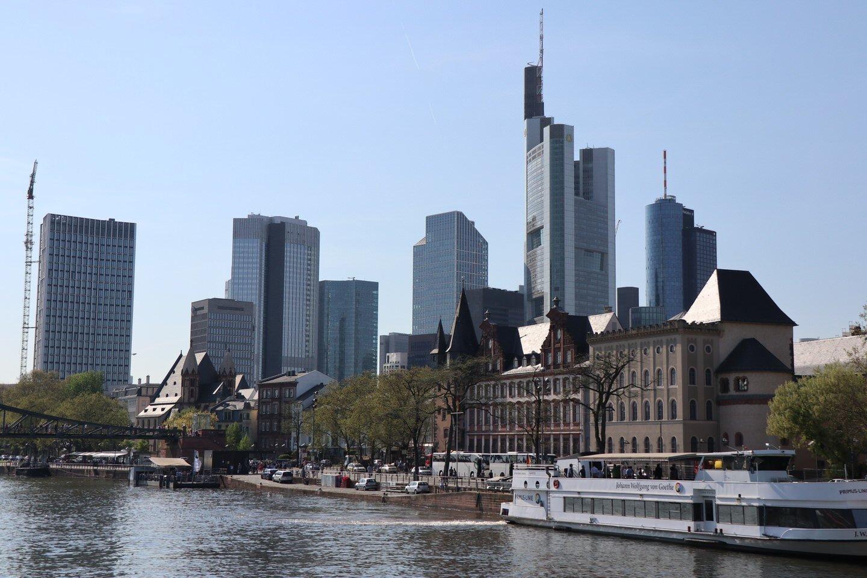 ecdc5e97869776 Frankfurt - ein Blick auf die Mainmetropole vom Schiff auf dem Main ...