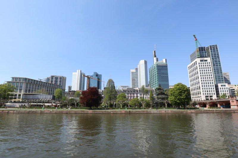 Blick auf einen Teil von Frankfurt vom Main aus