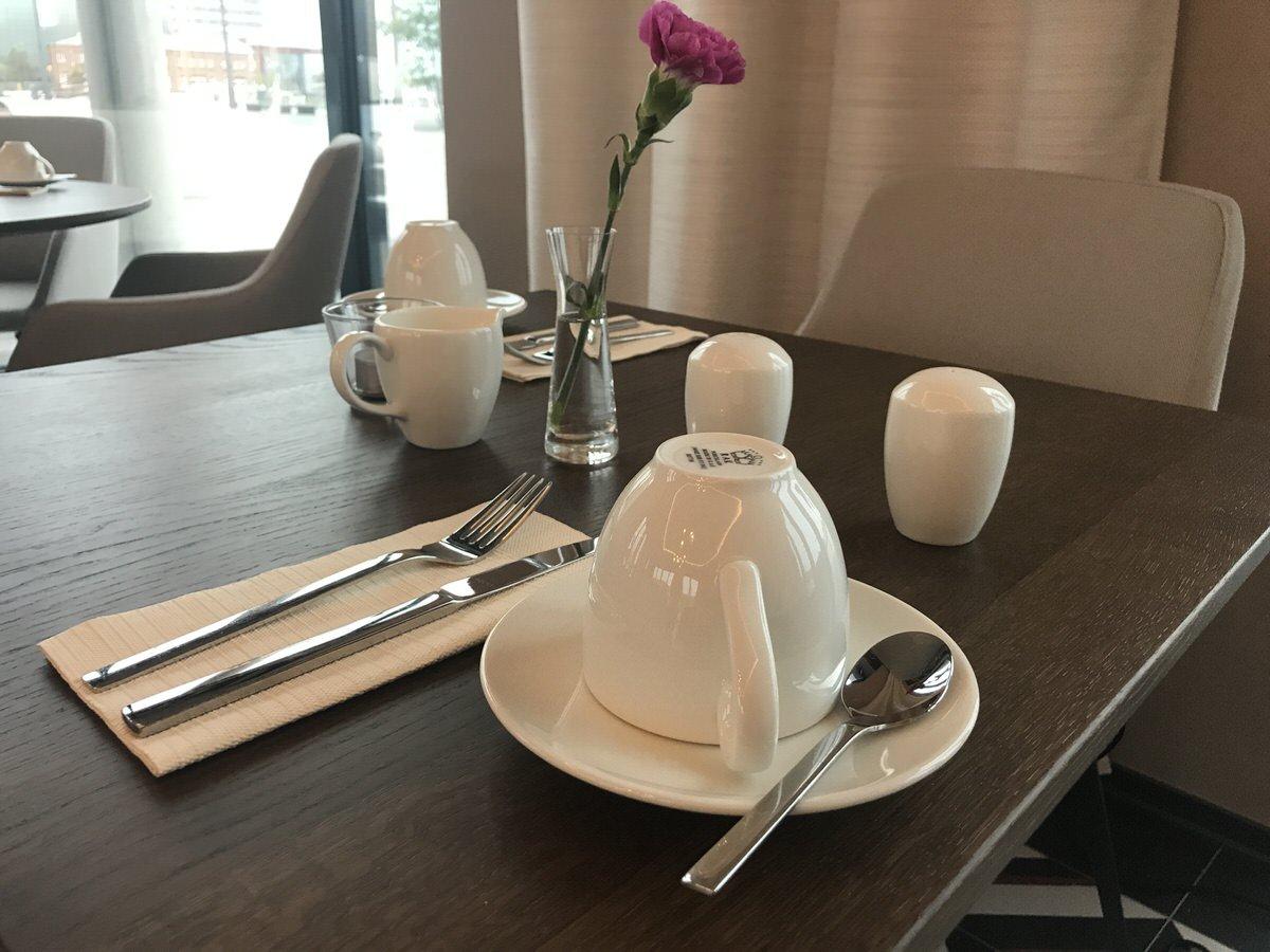 Gedeckter Tisch im MULBERRY ST zur Frühstückszeit