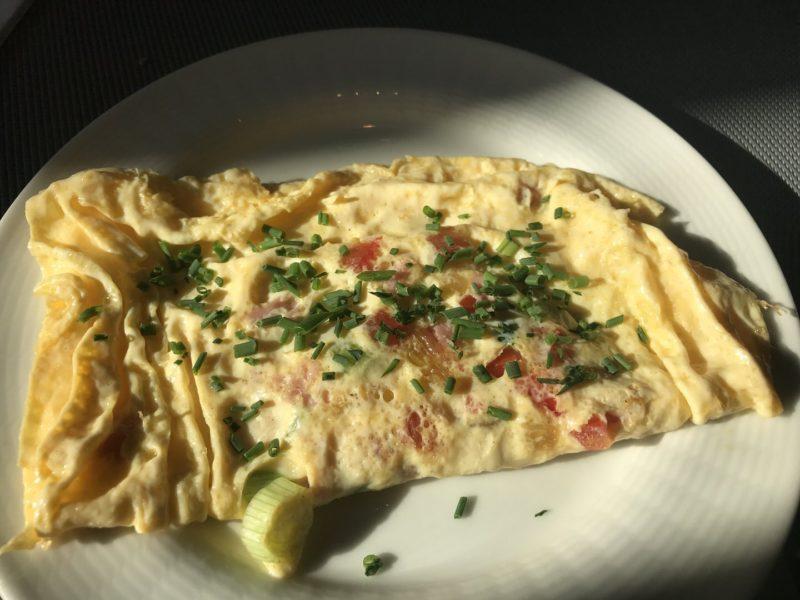 Frisch zubereitetes Omelette im Maritim Hotel Bremen