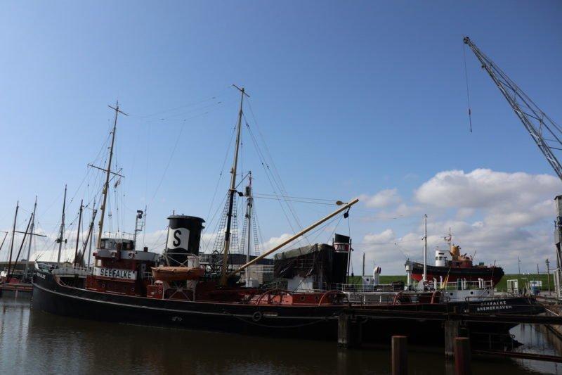 Bergungsschlepper Seefalke Bremerhaven