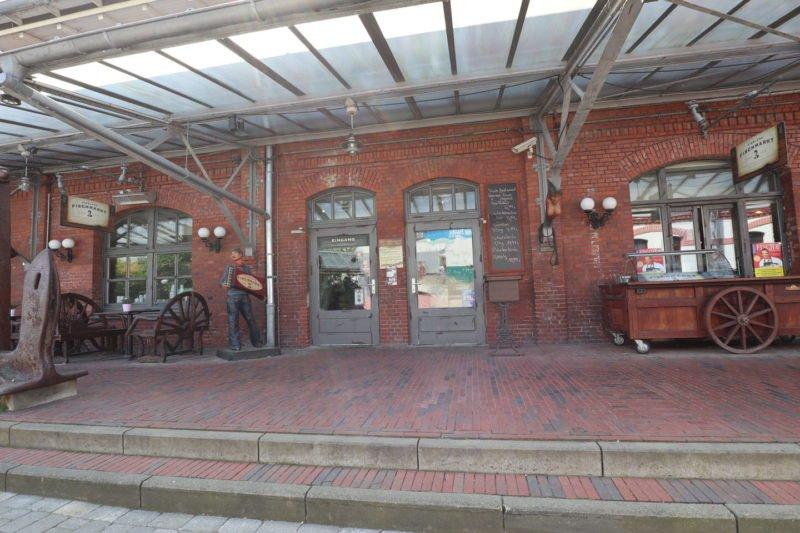 Fiedlers Fischmarkt anno 1906 von außen im Fischereihafen Bremerhaven