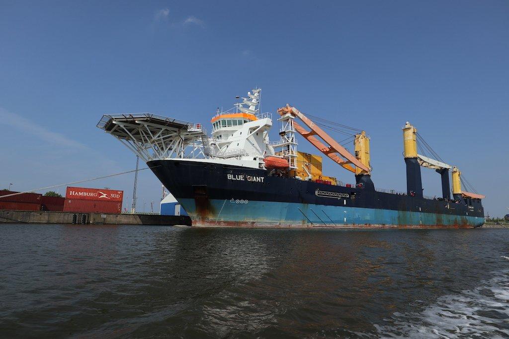 Das 172 Meter lange Offshore-Schiff Blue Giant