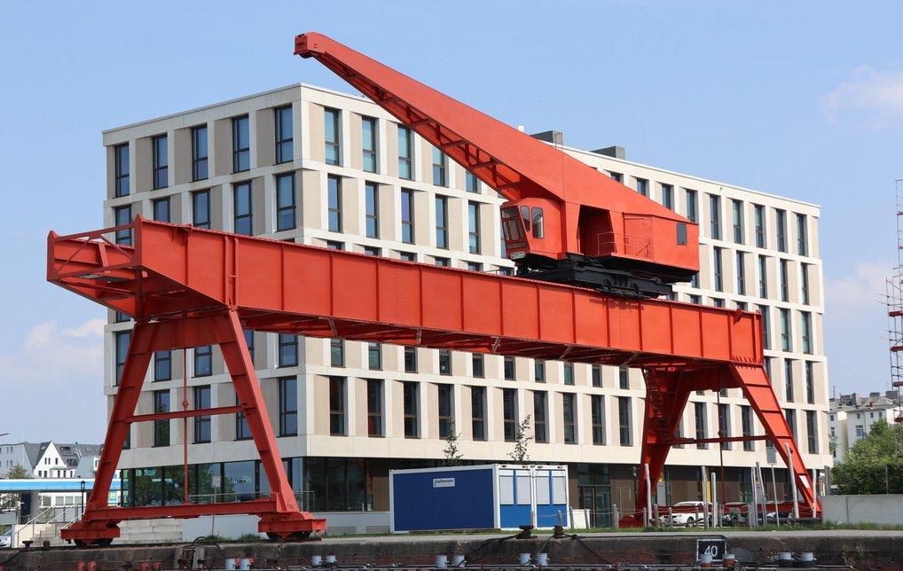 Grube-Kran am Neuen Hafen
