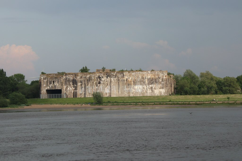 Denkort Bunker Valentin von der Weser aus