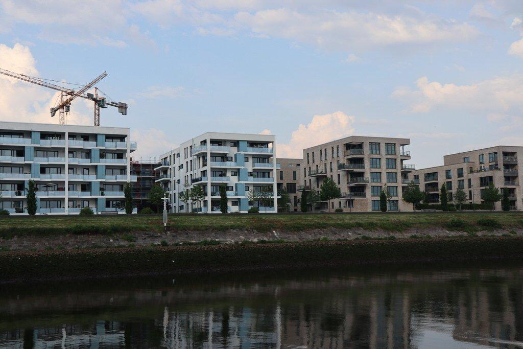 Neubauten an der Überseepromenade (?) in Bremen an der Weser