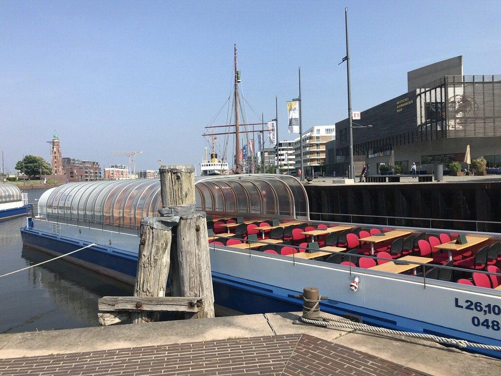 Meine Barkasse zur Hafenrundfahrt in Bremerhaven an der Südkaja im Neuen Hafen