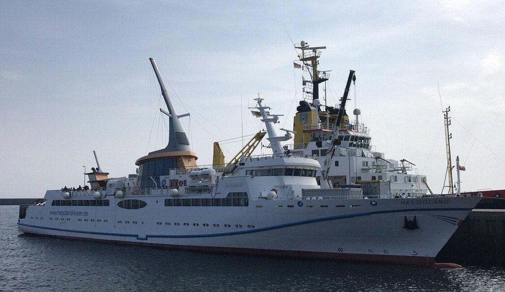 Die MS Helgoland im Südhafen von Helgoland