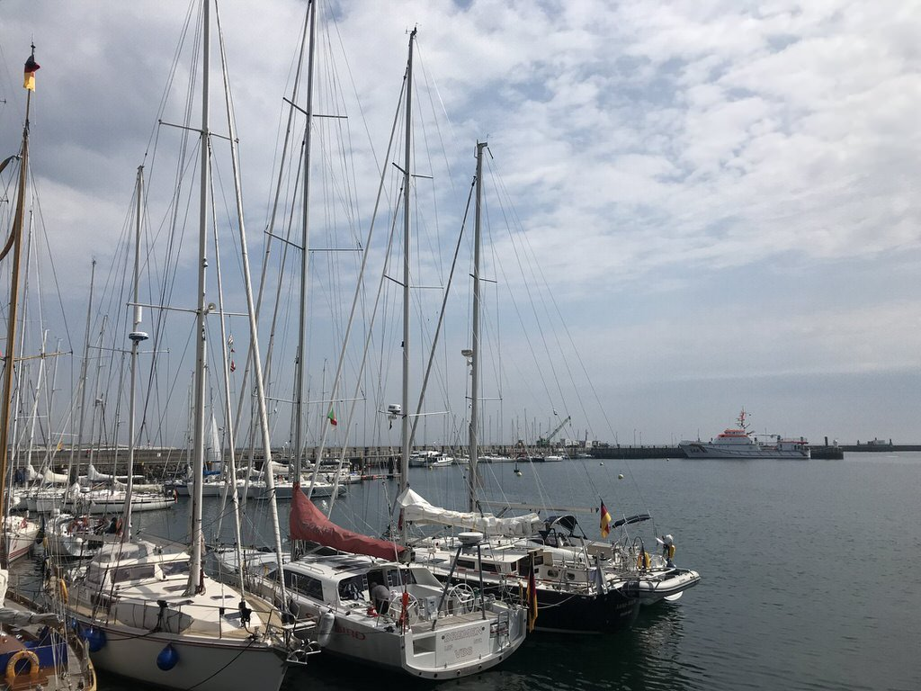 Segelboote im Südhafen von Helgoland