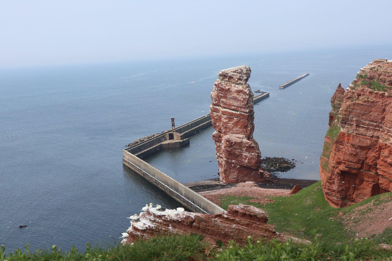 Blick auf die Lange Anne und ein Stück der roten Steilküste von helgoland