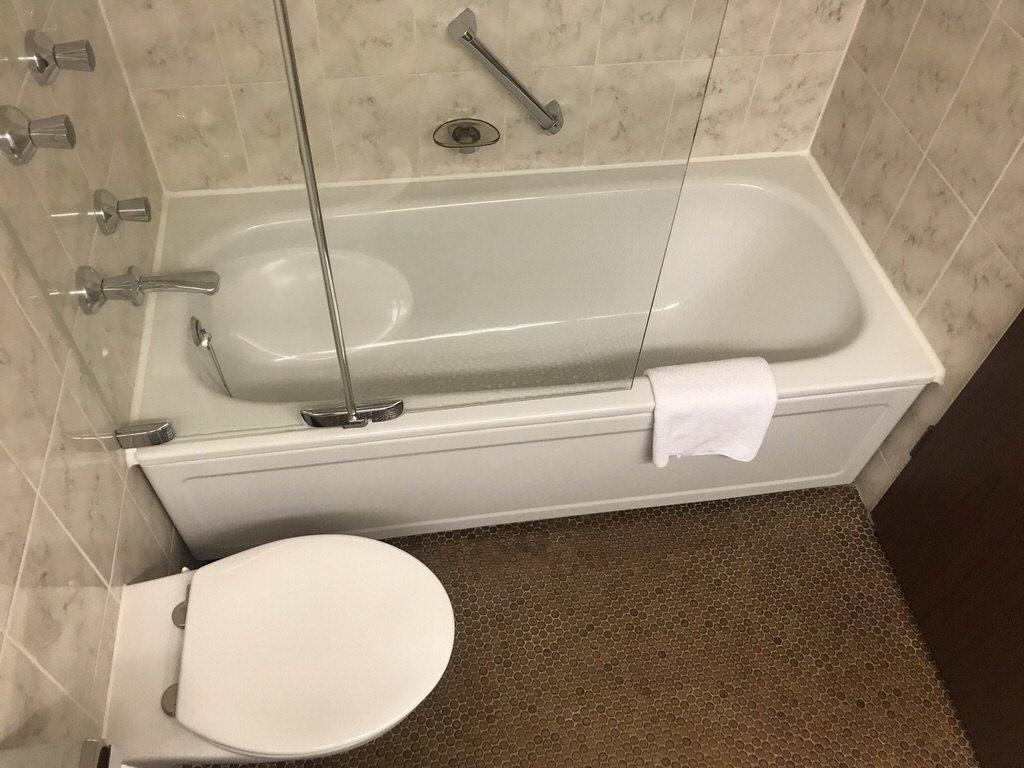 Badewanne in meinem Zimmer im Maritim Hotel Bremen