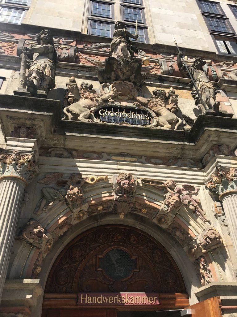 Nahaufnahme vom Eingang der Bremer Handwerkskammer
