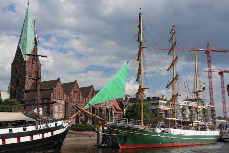 Schiff Alexander von Humboldt in Bremen auf der Weser