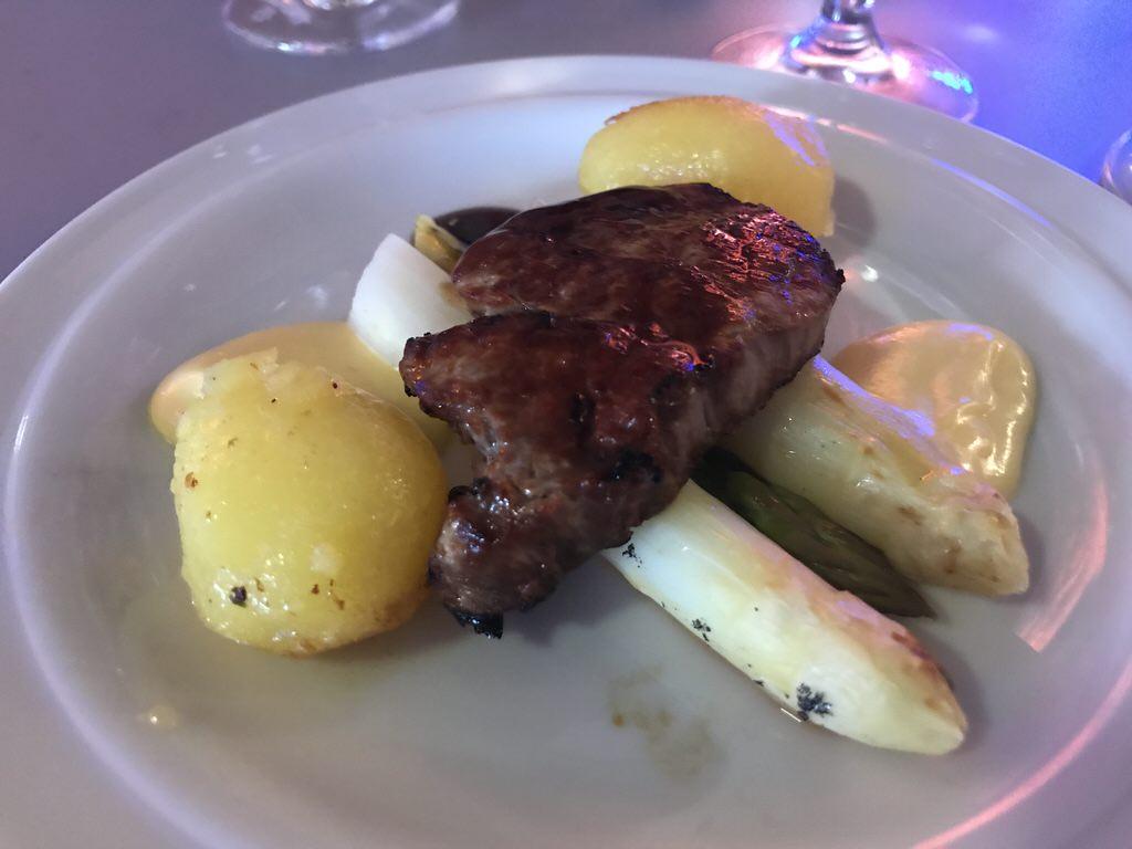 Rind, Spargel und Kartoffeln