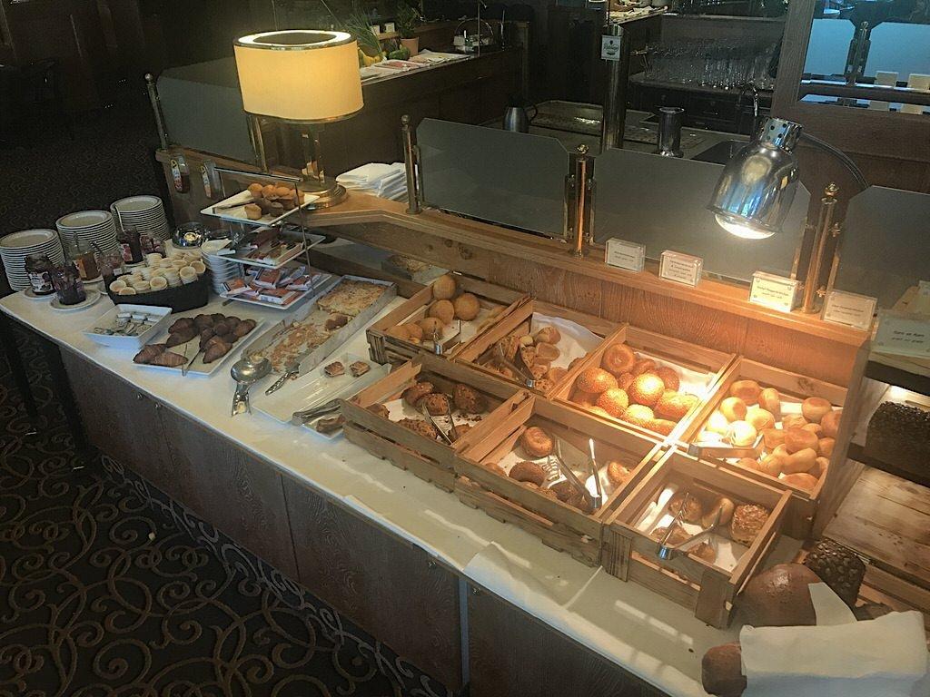 Brötchen und Brote zum Frühstück im Maritim Maritim Airport Hotel Hannover