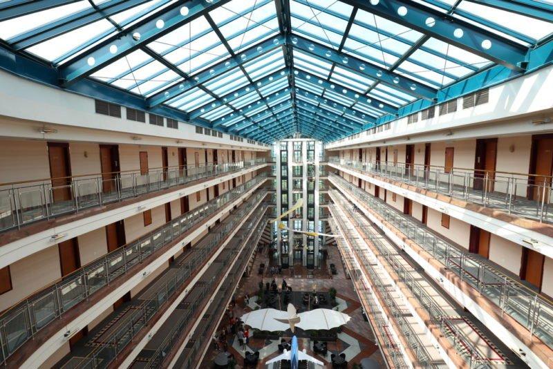 Lichtdurchflutete Lobby Maritim Airport Hotel Hannover