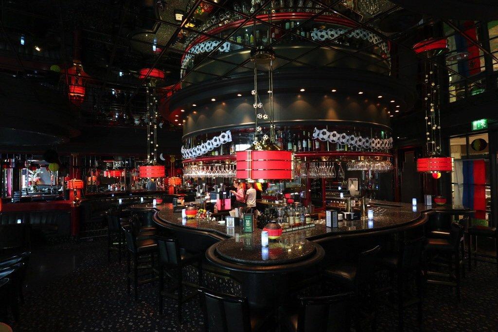 Ein Blick in die Night Flight Bar im Maritim Airport Hotel Hannover