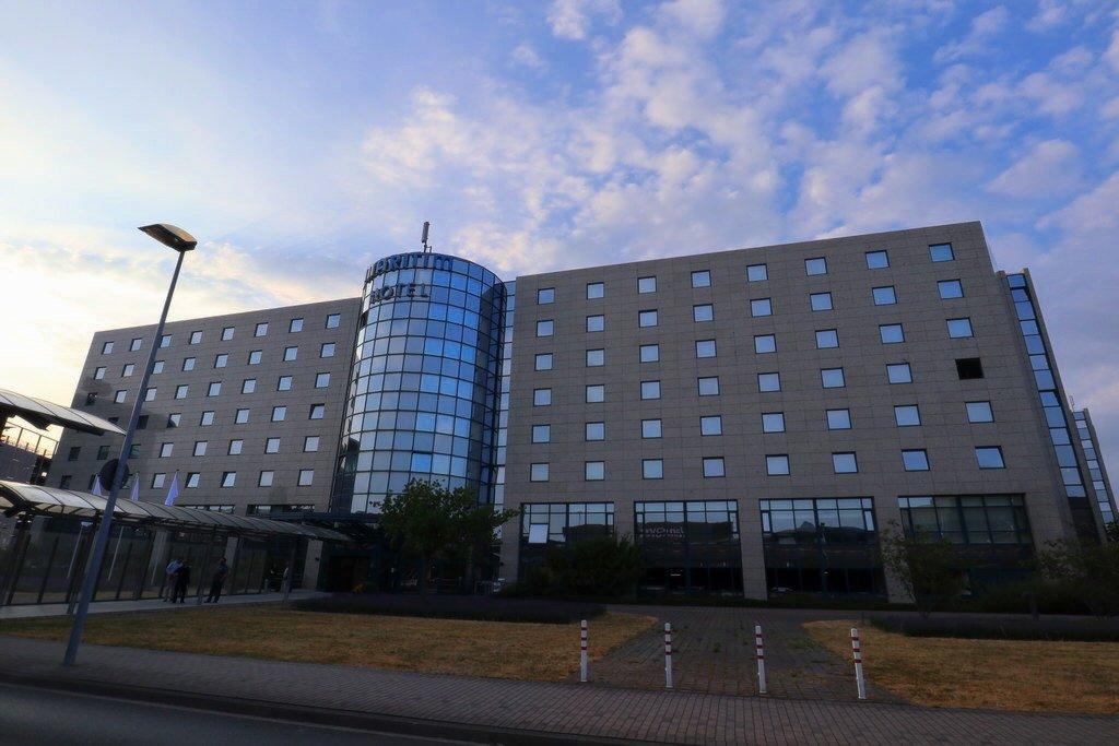 Das Maritim Airport Hotel Hannover vom Flughafen aus