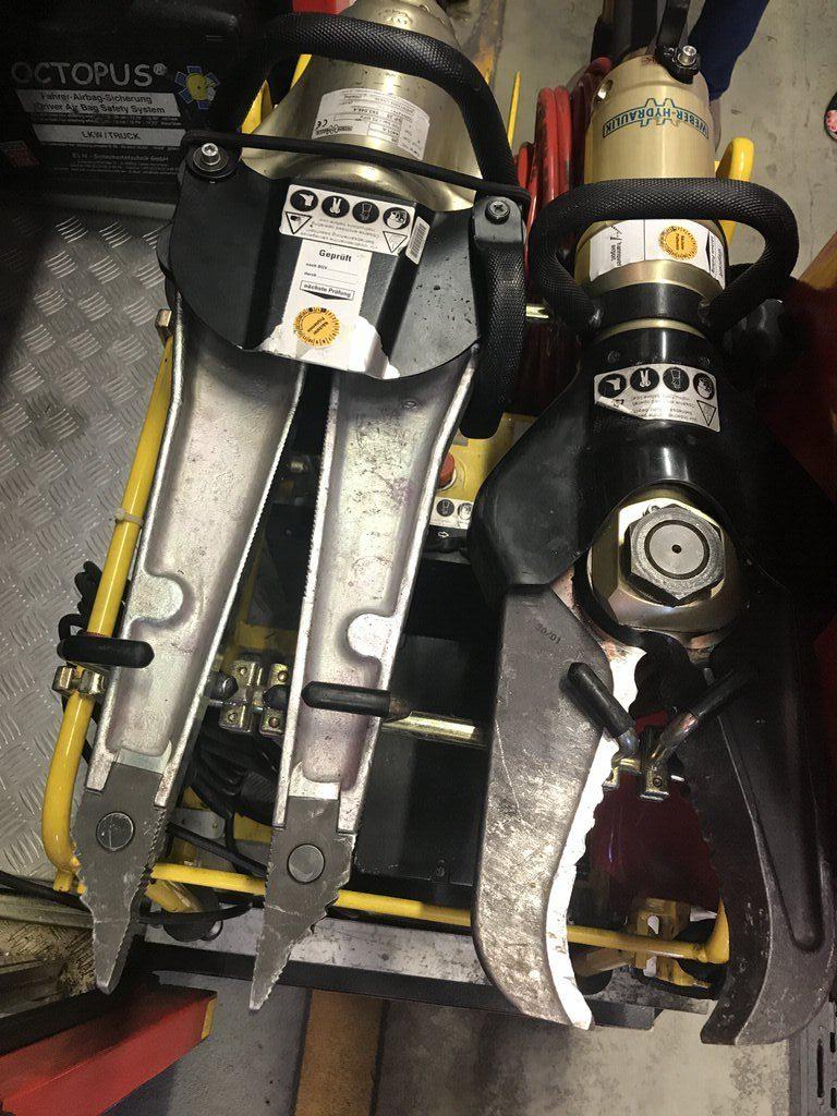 Elekrtische Schere im Löschfahrzeug