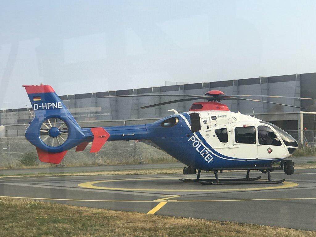 Startbereiter Polizeihubschrauber auf dem Flughafen Hannover