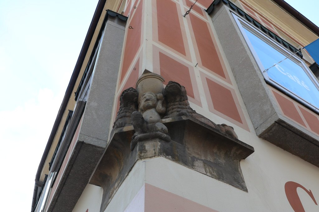 Ehemaliger Säulenfuß der St. Martin Kirche am Cafe Weberhaus in Kaufbeuren