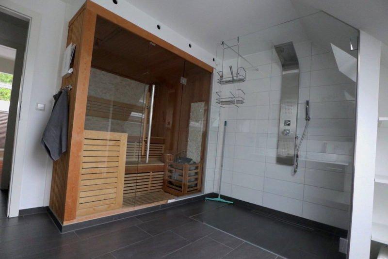 Sauna mit Dusche.. ein Traum...