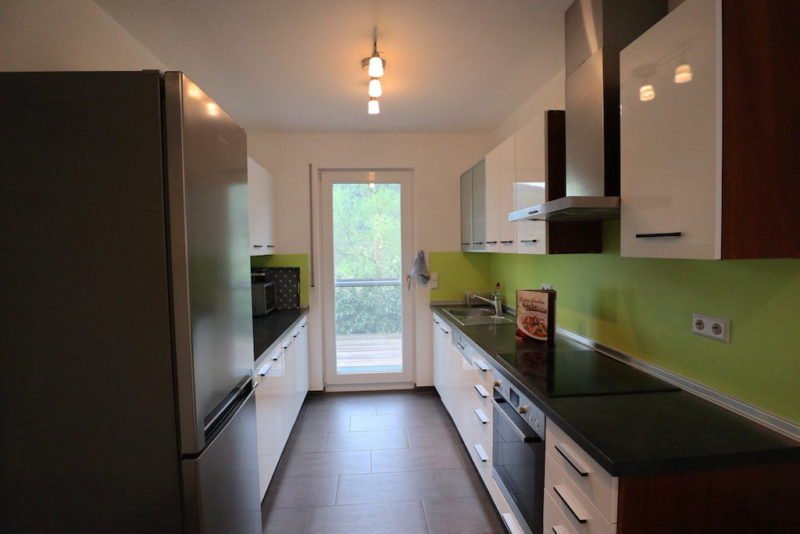 Ein Blick in die Küche des Ferienhauses Dieboldsberg