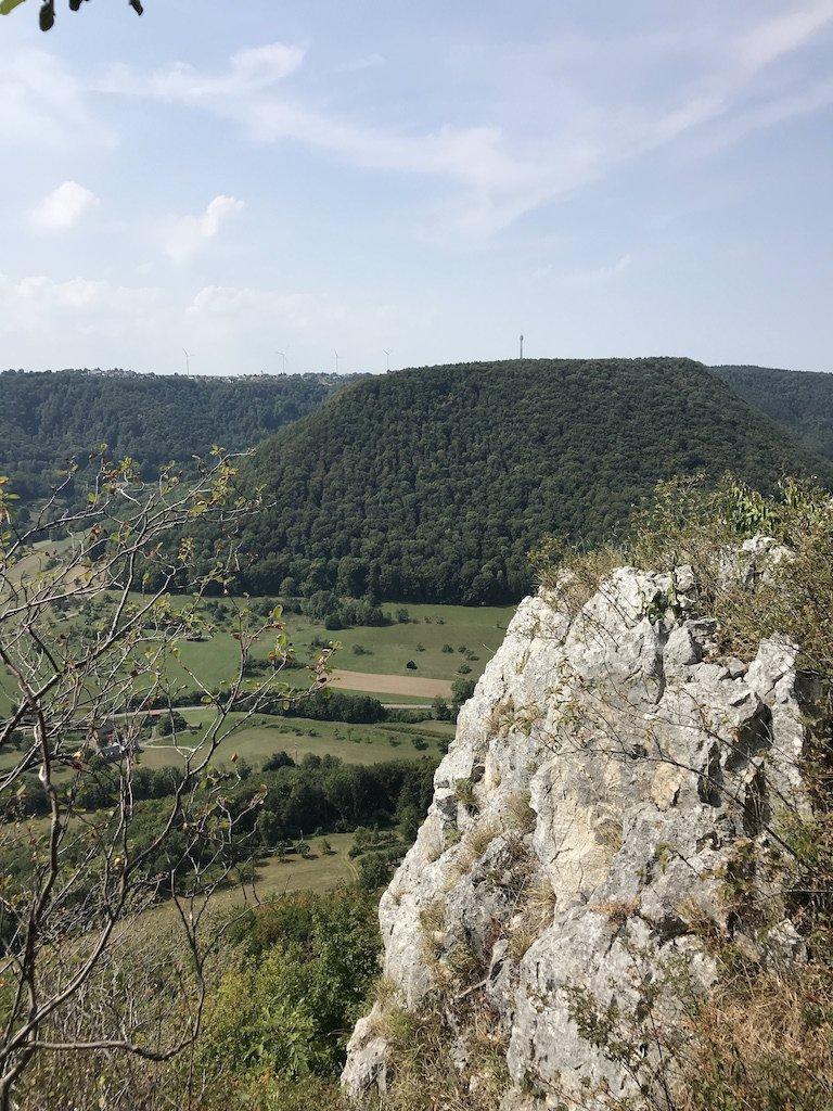 Aussicht und Fels - eine tolle Kombination auf der Felsenrunde der Löwenpfade oberhalb von Bad Überkingen